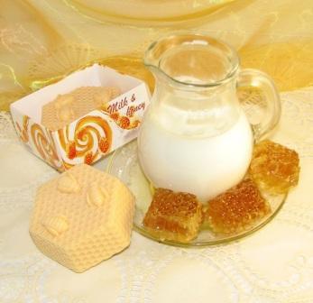 """Подарочное мыло ручной работы """"Молоко и мёд"""""""