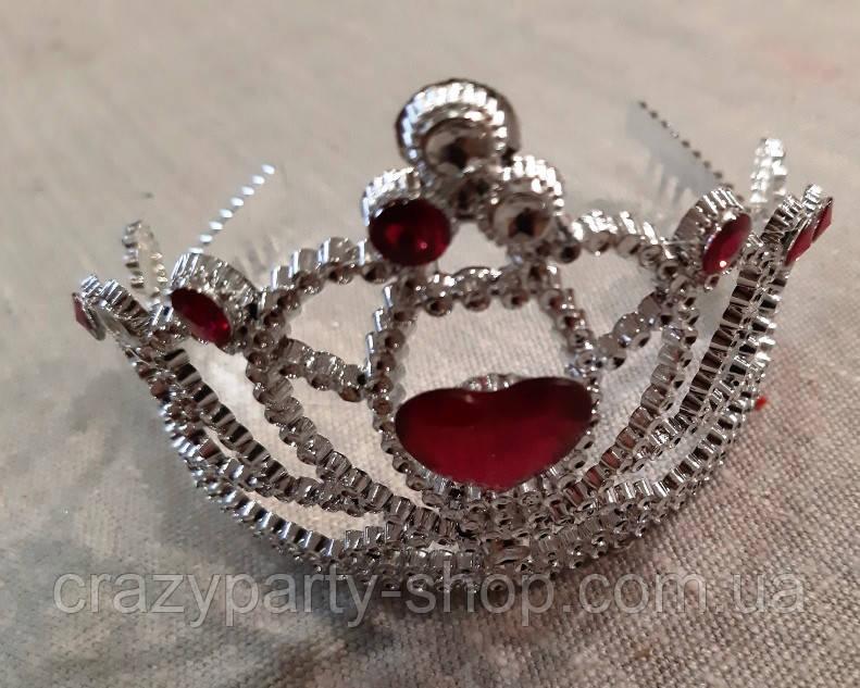 Корона с малиновым камнем принцессы