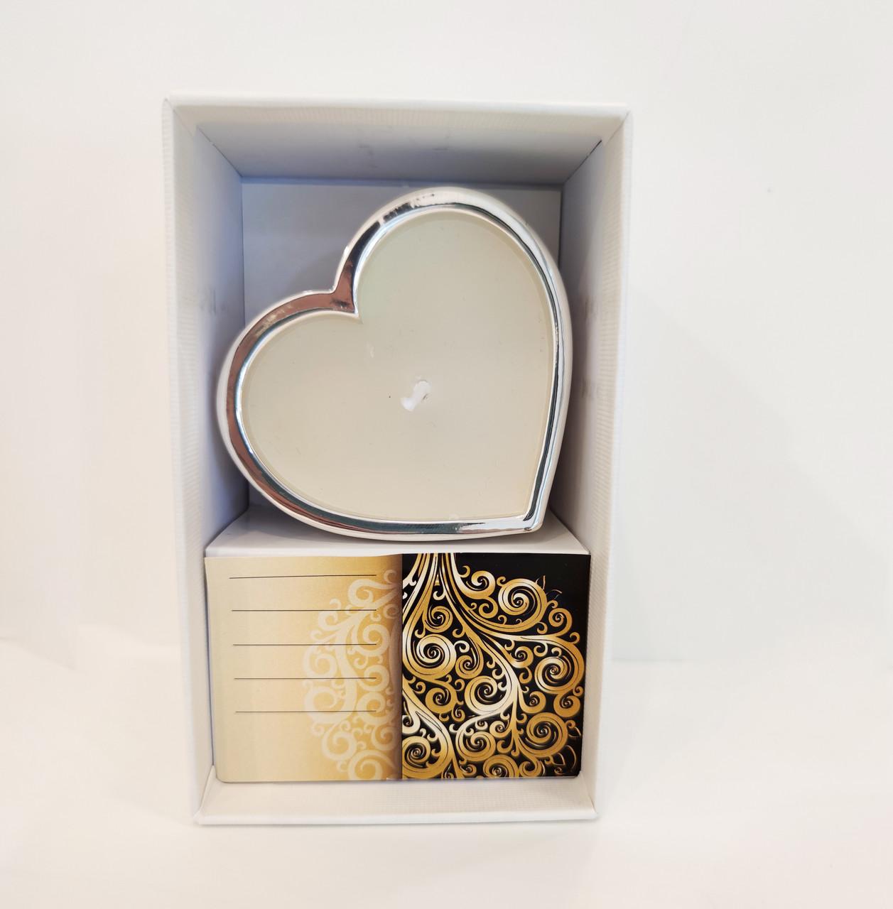 Серебряная свеча в форме сердца