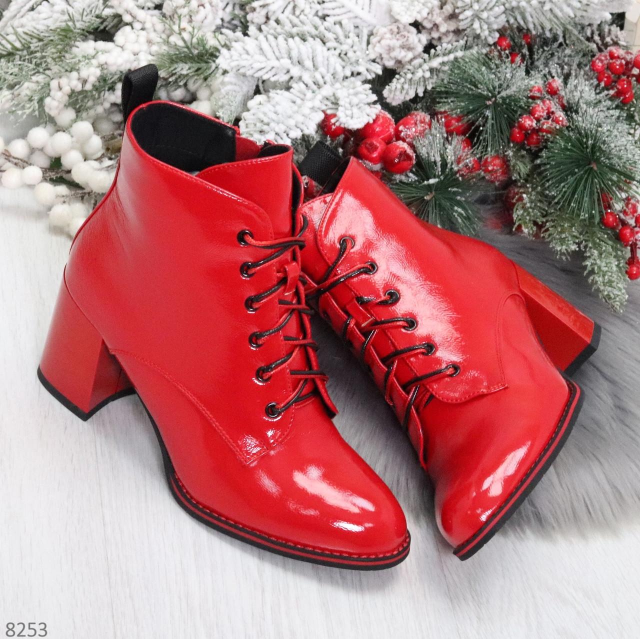 Яркие красные глянцевые женские замшевые ботинки ботильоны на шнуровке