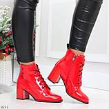 Яркие красные глянцевые женские замшевые ботинки ботильоны на шнуровке, фото 7