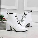 Белые глянцевые женские замшевые ботинки ботильоны на шнуровке, фото 3