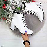 Белые глянцевые женские замшевые ботинки ботильоны на шнуровке, фото 6