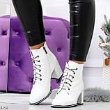 Белые глянцевые женские замшевые ботинки ботильоны на шнуровке, фото 9