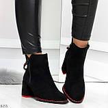 Актуальные замшевые черные женские ботинки ботильоны на удобном каблуке, фото 9