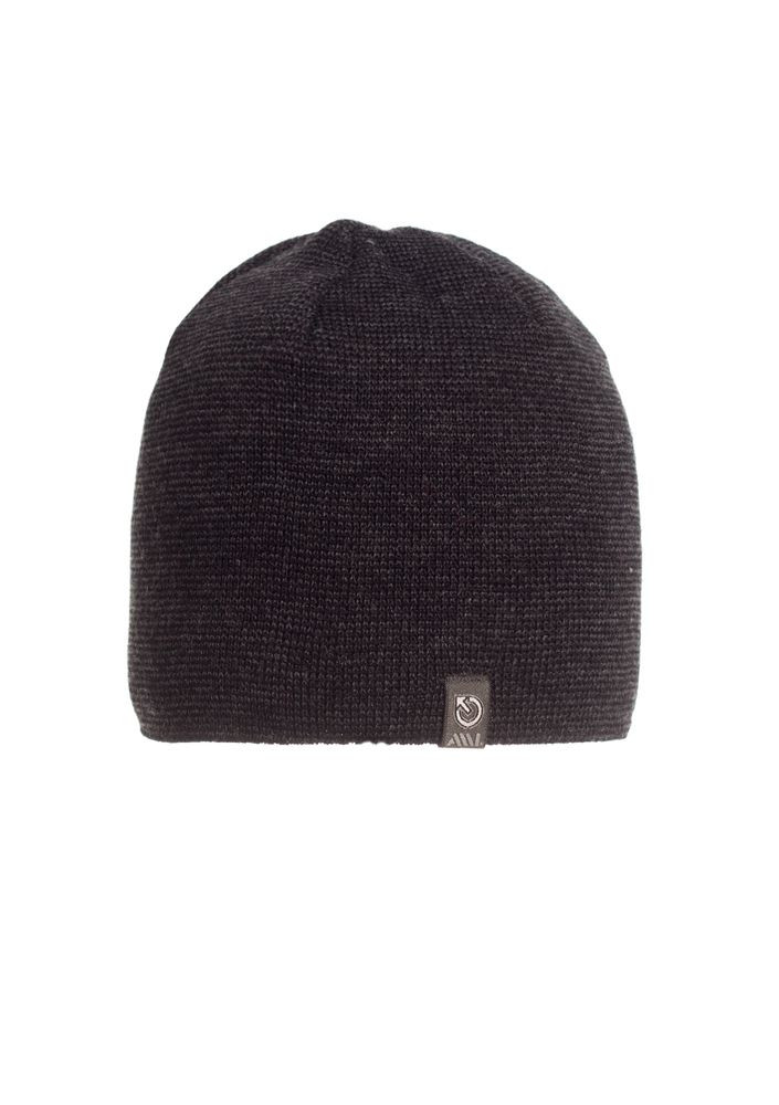 Красивая теплая мужская  шапка.