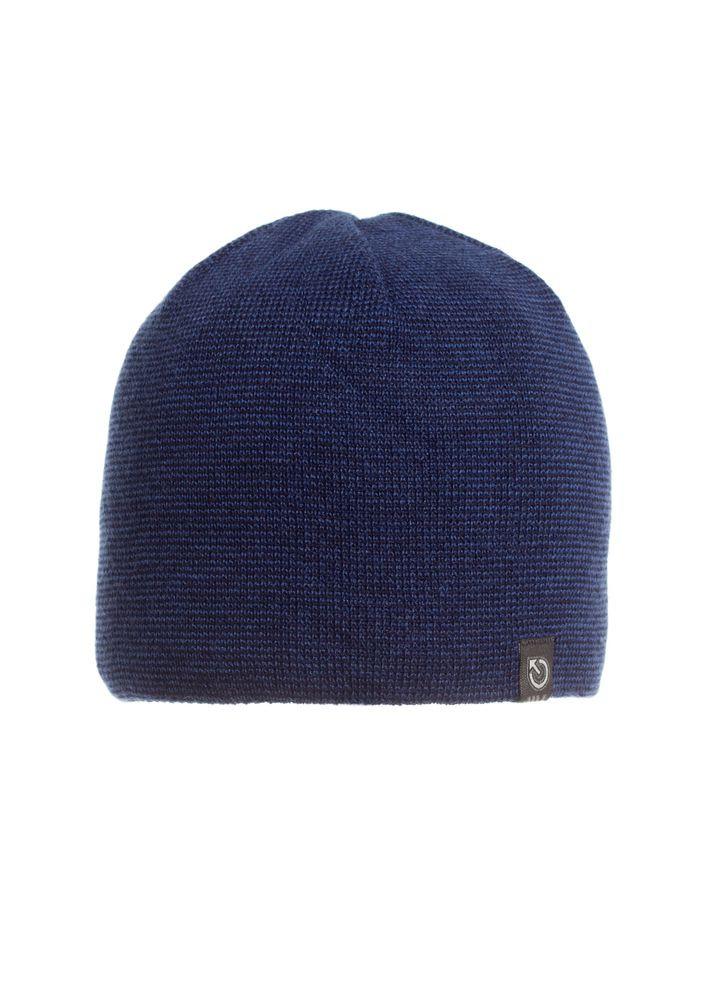 Однотонная синяя мужская шапка мелкой вязки.