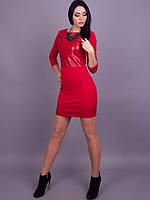 Оригинальное женское платье красного цвета со вставками кожзама
