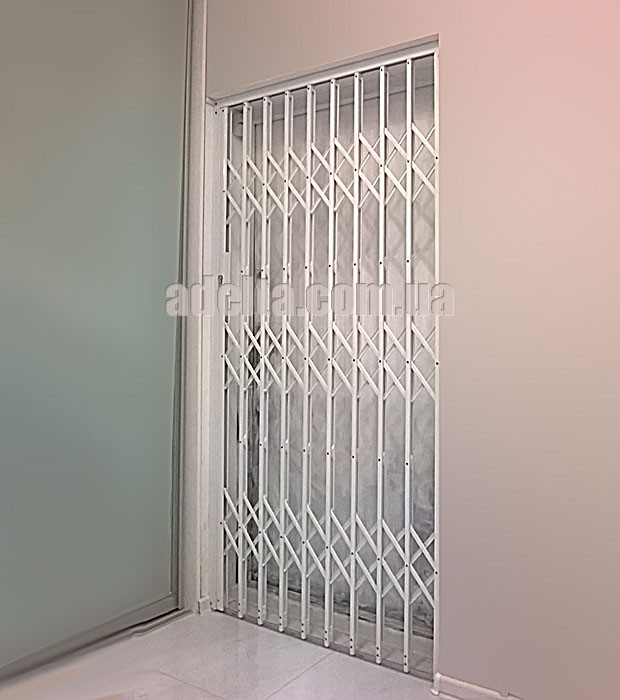 Решетки раздвижные на двери Шир.1130*Выс2100мм для квартиры
