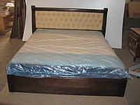 Кровать деревянная с мягким изголовьем.