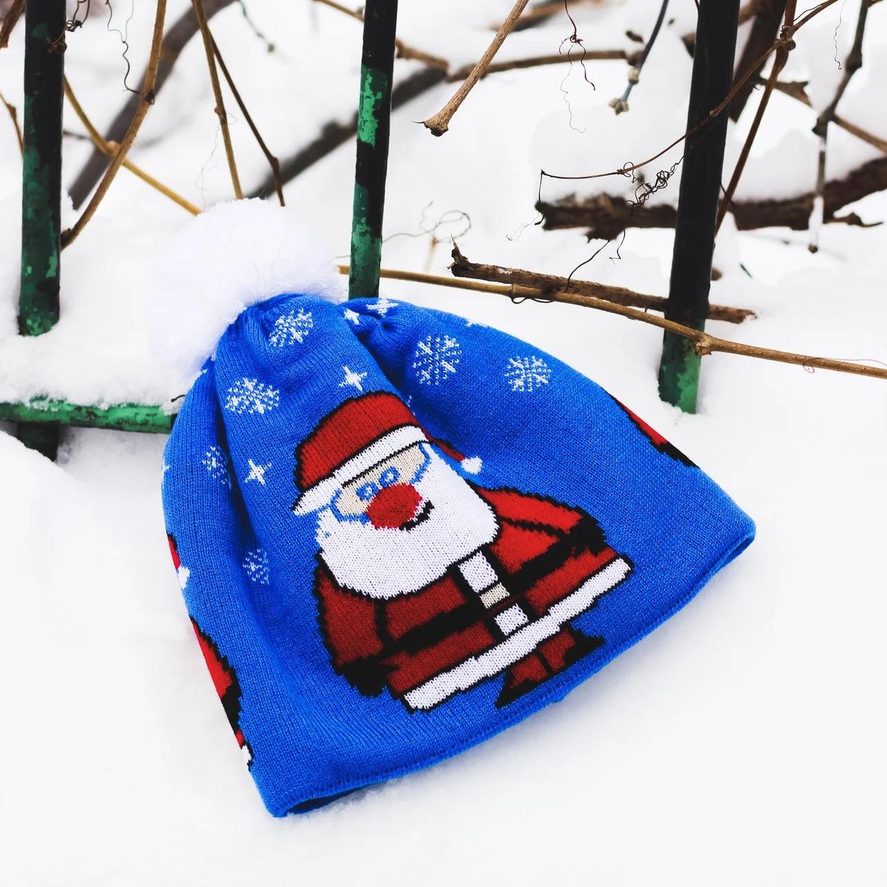 Зимова шапка з помпоном