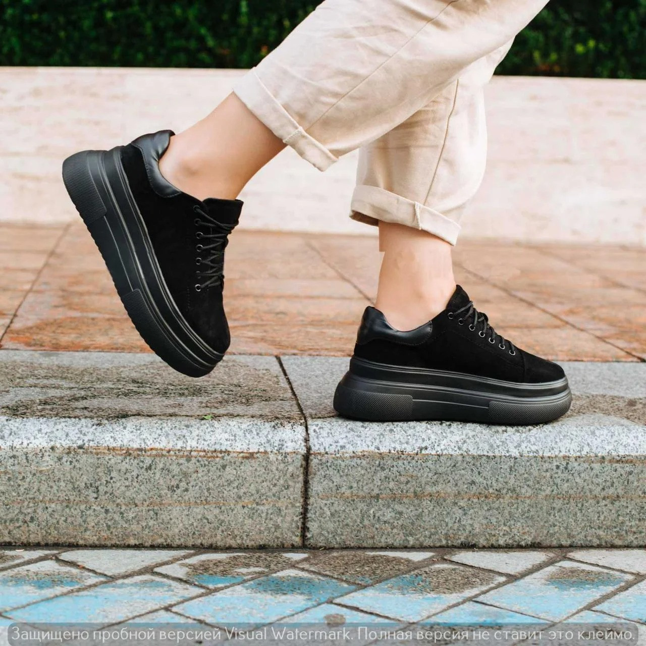 Жіночі кросівки на товстій підошві