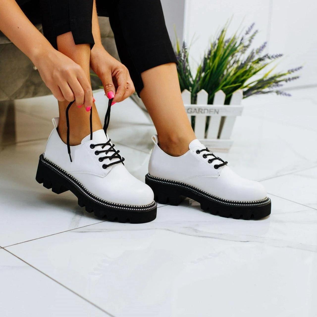 Жіночі туфлі на шнурівці в шкірі(Заміри надаємо)