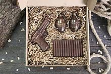 """Шоколадный подарочный набор для мужчины """"Пистолет + 2 гранаты + патроны"""""""