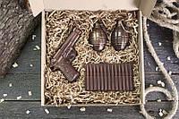 """Шоколадний подарунковий набір для чоловіків """"Пістолет + 2 гранати + патрони"""""""
