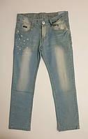 Светло голубые тонкие джинсы с потертостями для мальчика,р.134