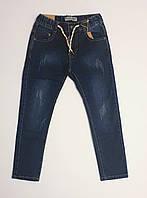 Темные детские джинсы с потертостями на резинке для мальчика
