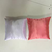 Подушка атлас квадрат 35х35 цветная с одной стороны КОРАЛОВАЯ