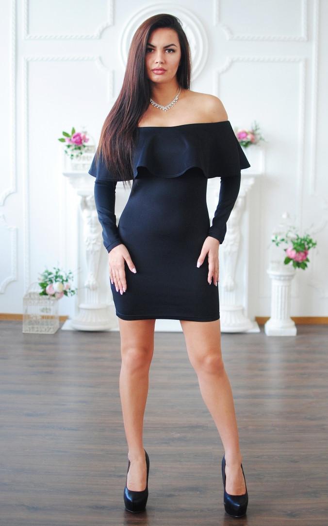 Жіночна сукня з воланом