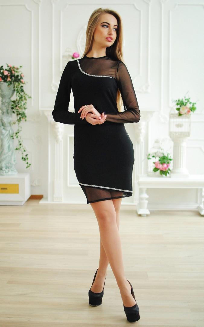 Изысканное платье с камнями