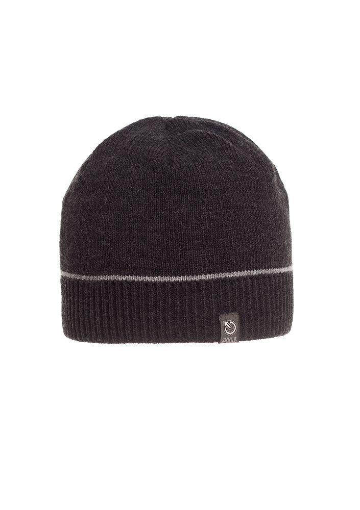 Однотонная качественная черная мужская шапка.