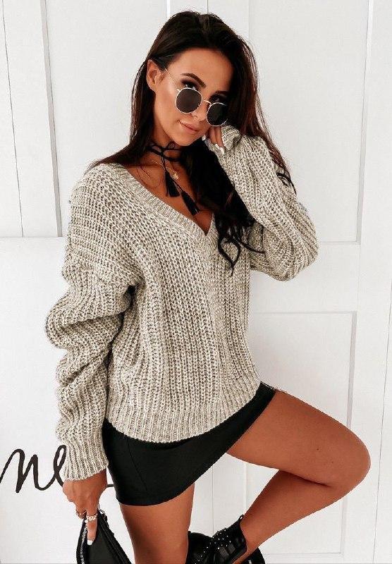 Женский базовый свитер с V-образным вырезом Бежевый