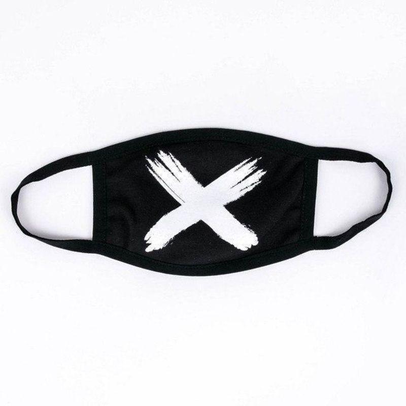 Багаторазова маска чорного кольору з білим хрестом