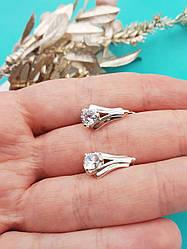 Срібні сережки з прозорим каменем