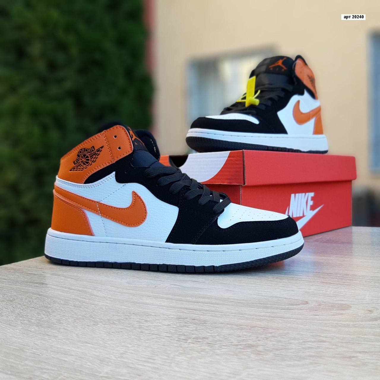 Женские кроссовки Nike Air Jordan (бело-черные с оранжевым) 20240