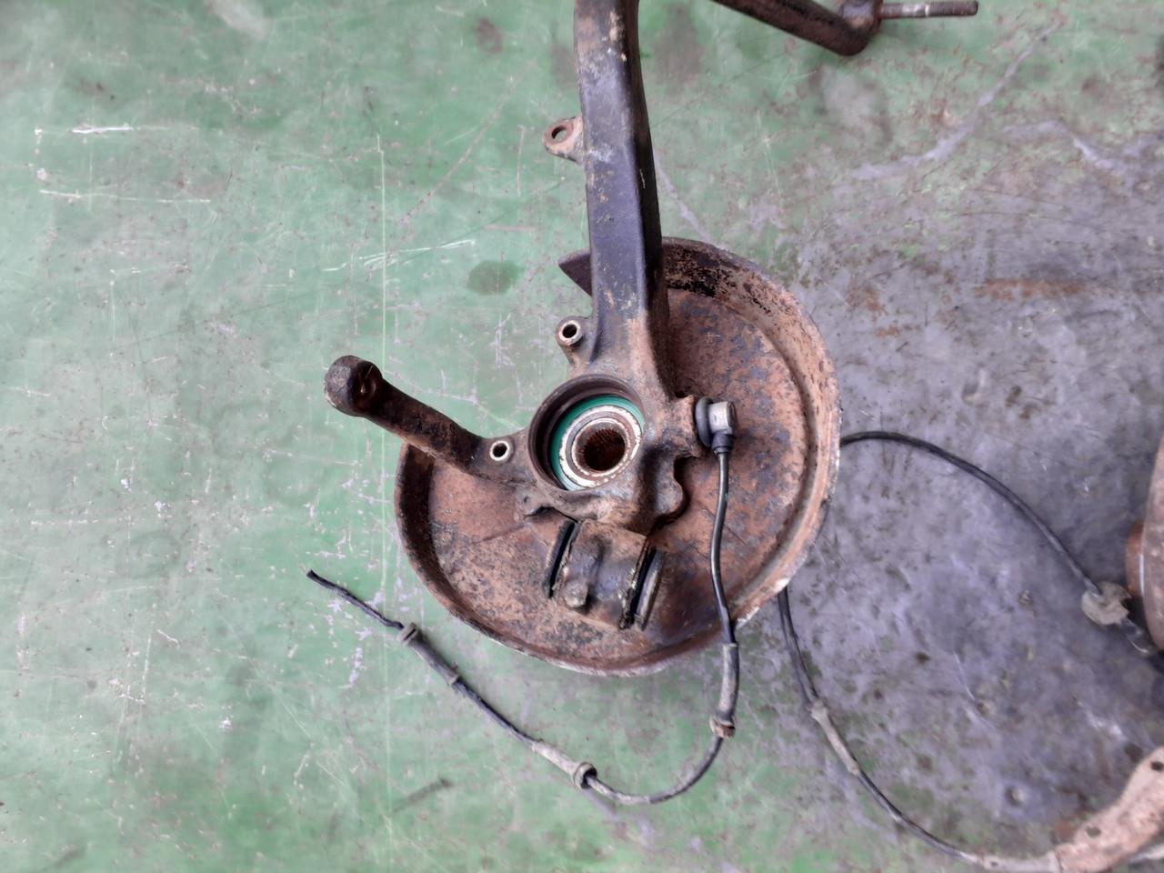 Маточина цапфа задня для Audi 80 B3 B4 Quattro