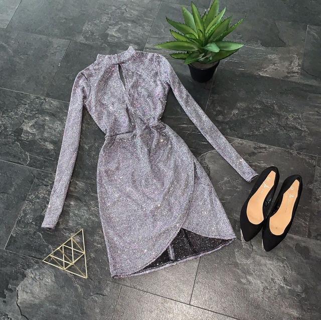 Красивое люрексовое мини платье с имитацией запаха