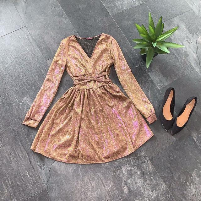 Расклешенное блестящее женское платье из люрекса
