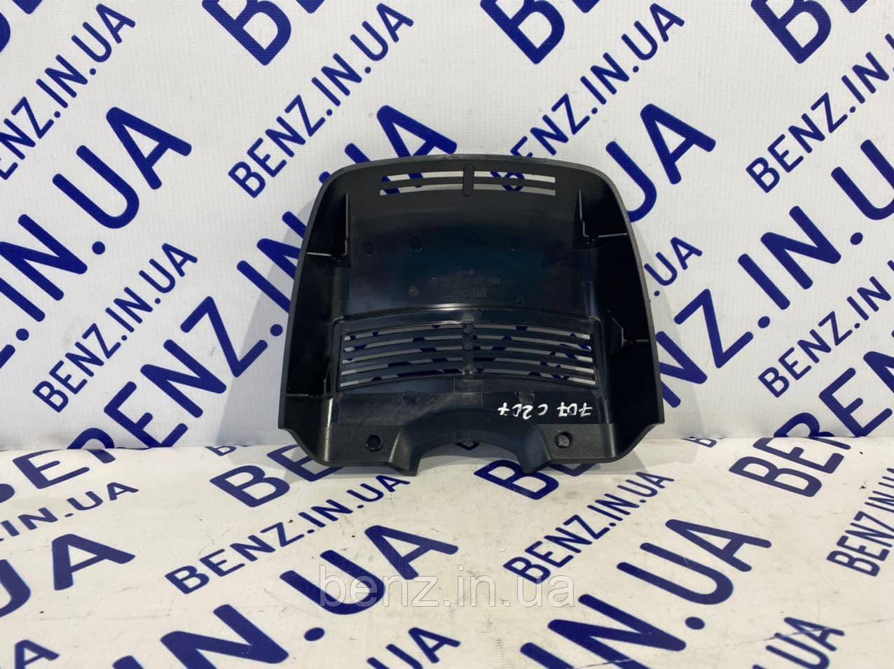 Накладка внутренняя на лобовое стекло под датчик дождя Мерседес C207/A207/W207 A2078210536