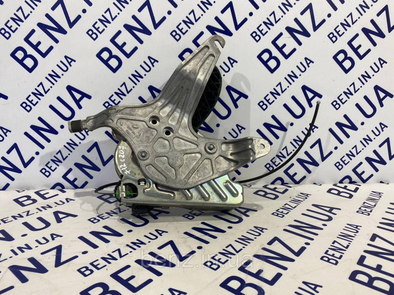 Педаль стояночного тормоза C207/W204/S212/C218 A2044200684 / A2044200984
