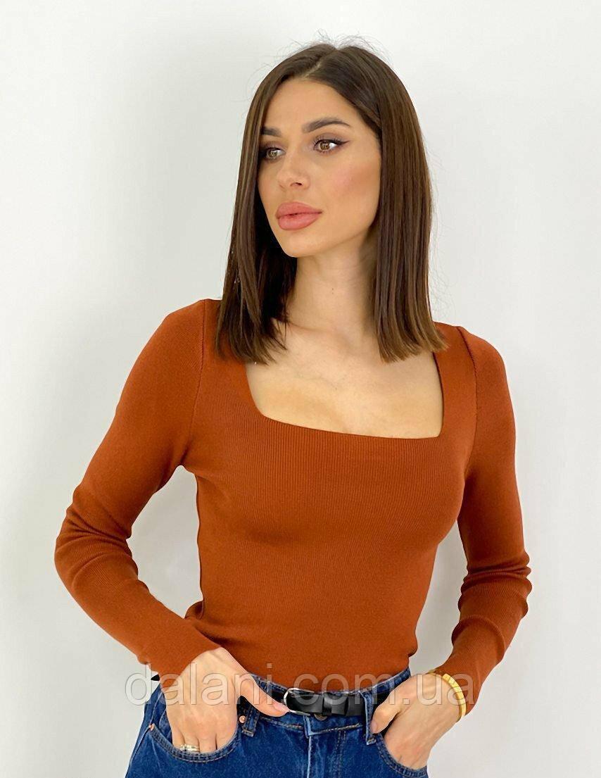 Женский коричневый джемпер в рубчик с квадратным вырезом
