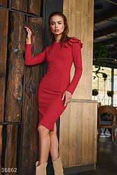 Облегающее платье с оборками на плече алое