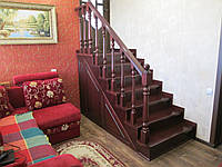 Деревянная маршевая лестница из массива сосны.