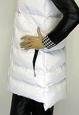 Жіноча біла куртка жилетка з капюшоном, фото 3