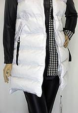 Жіноча біла куртка жилетка з капюшоном, фото 2
