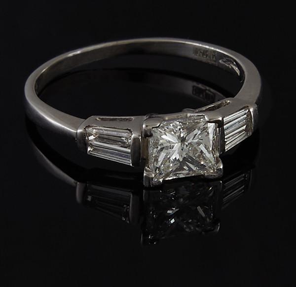 Золотое кольцо с бриллиантами С44Л1№15