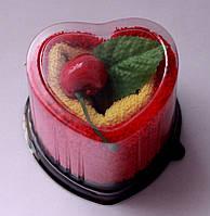 Косметические махровые салфетки в подарочной упаковке в виде сердца.