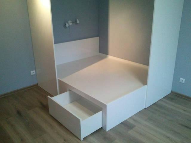 Кровать: спальное место 1,6*1,9 м, изготовлена из МДФ 19 мм и ДСП 18 мм.