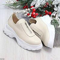 Удобные бежевые женские туфли натуральная кожа с молнией на низком ходу