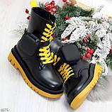 Дизайнерские яркие черные женские ботинки с кошельками на желтой шнуровке, фото 9