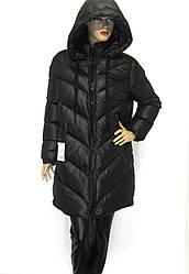 Жіноча чорна куртка з капюшоном