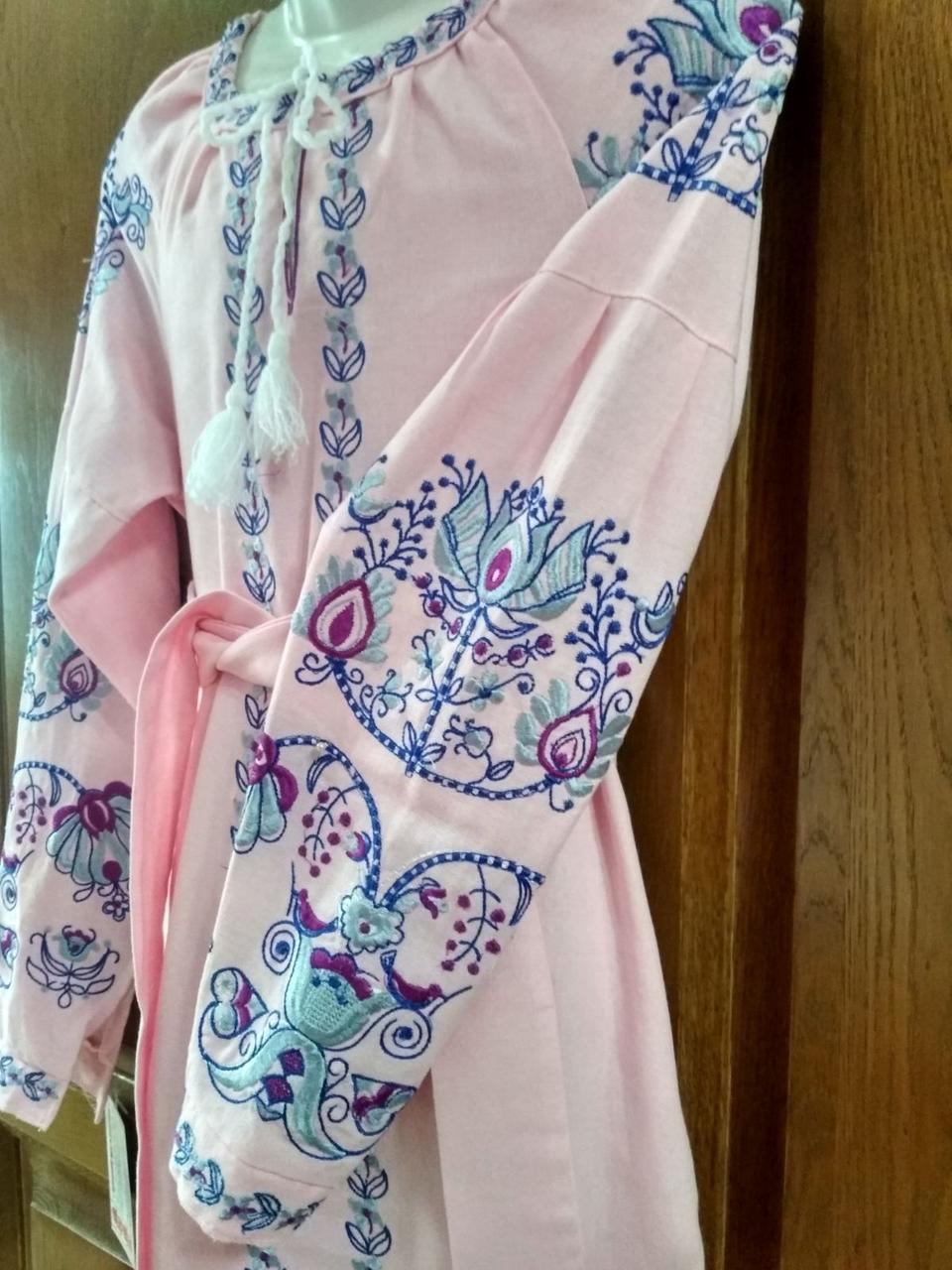 Рожева вишита сукня для дівчини  лляна тканина 36 розмір