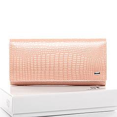 Кошелек кожаный женский лаковый на кнопке нежно розовый Sergio Torretti W501
