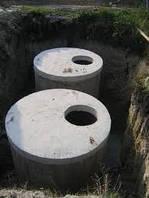 Копка и монтаж канализацыонных колец.
