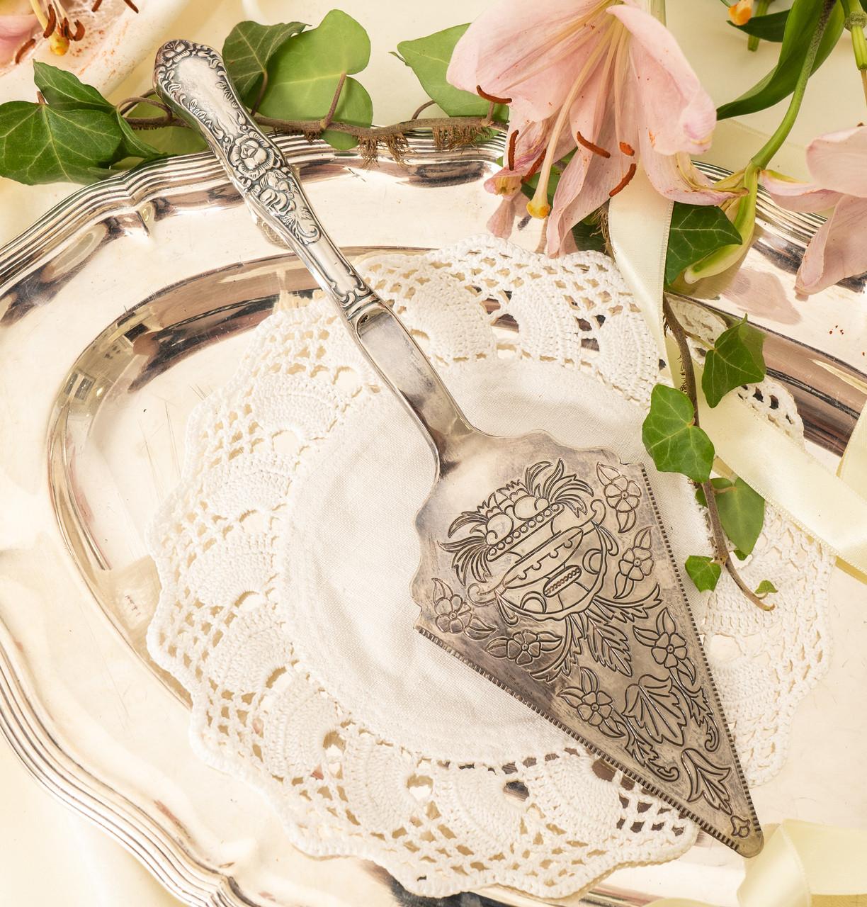 Красивая посеребренная лопатка для торта или десертов, для сервировки десертного стола, мельхиор, Англия