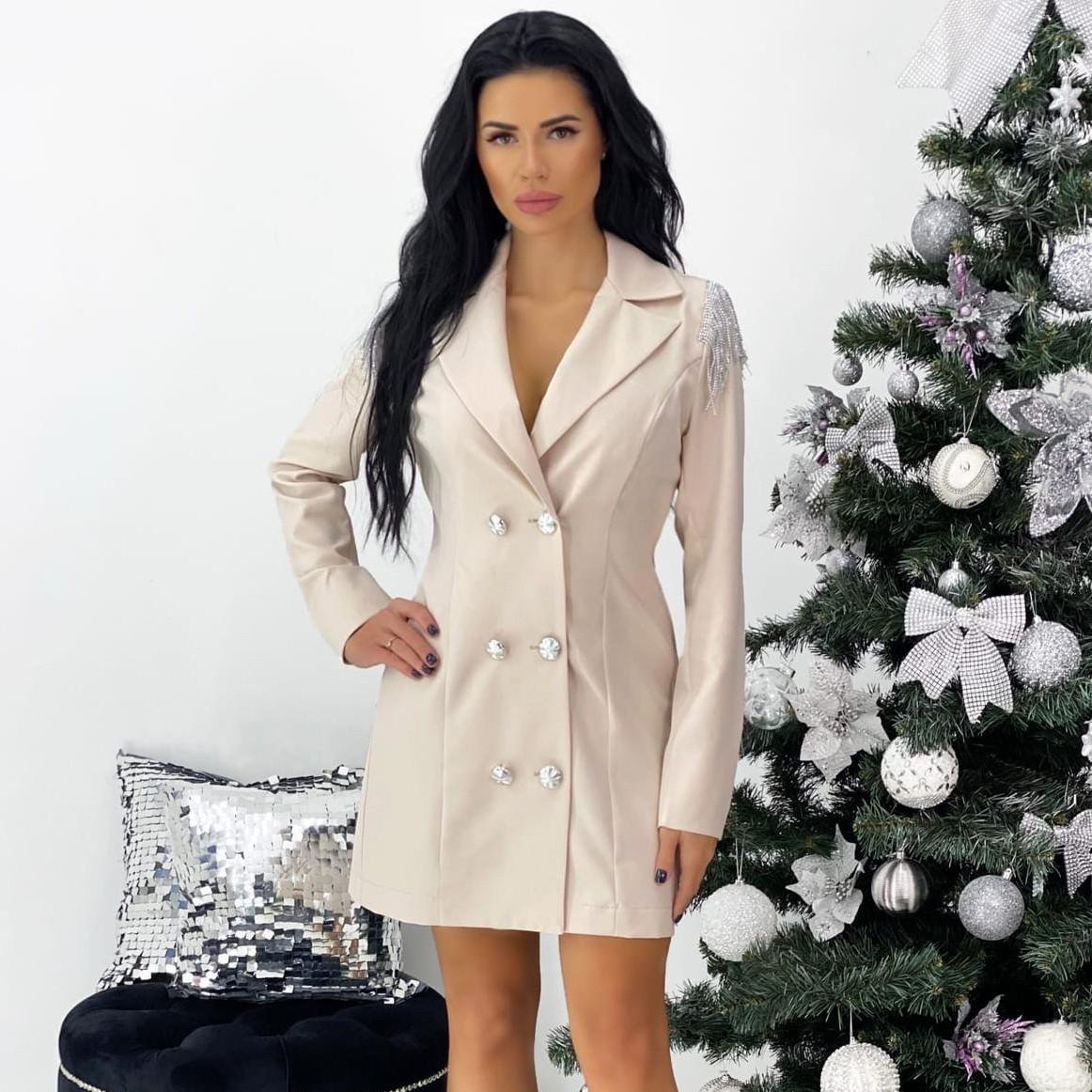 Бежевое платье-пиджак с плечиками
